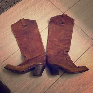 Frye ❤️ Beautiful authentic brown leather boots